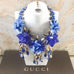 Gucci Crystal Resin Strass Flower Motif Necklace